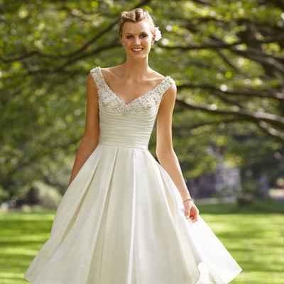 Breakfast at tiffany's open wedding dresses