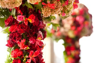 Red wedding floral decor