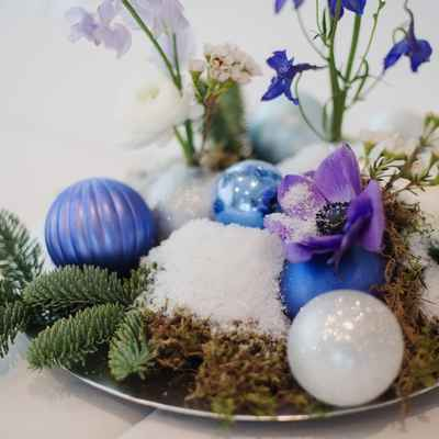 Winter blue wedding floral decor