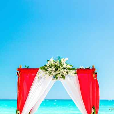 Beach red wedding ceremony decor