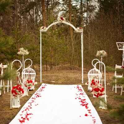 Outdoor red wedding ceremony decor