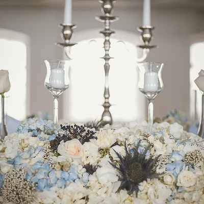 English blue wedding floral decor