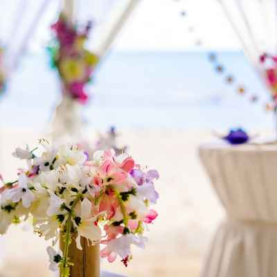 Beach white wedding floral decor