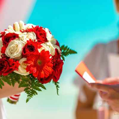 Overseas white rose wedding bouquet
