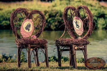 Themed wedding photo session decor