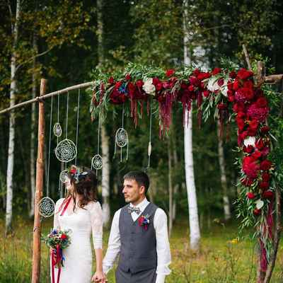 Red wedding ceremony decor