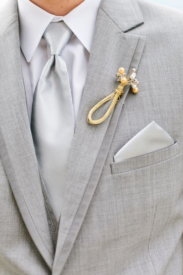 Gold groom style