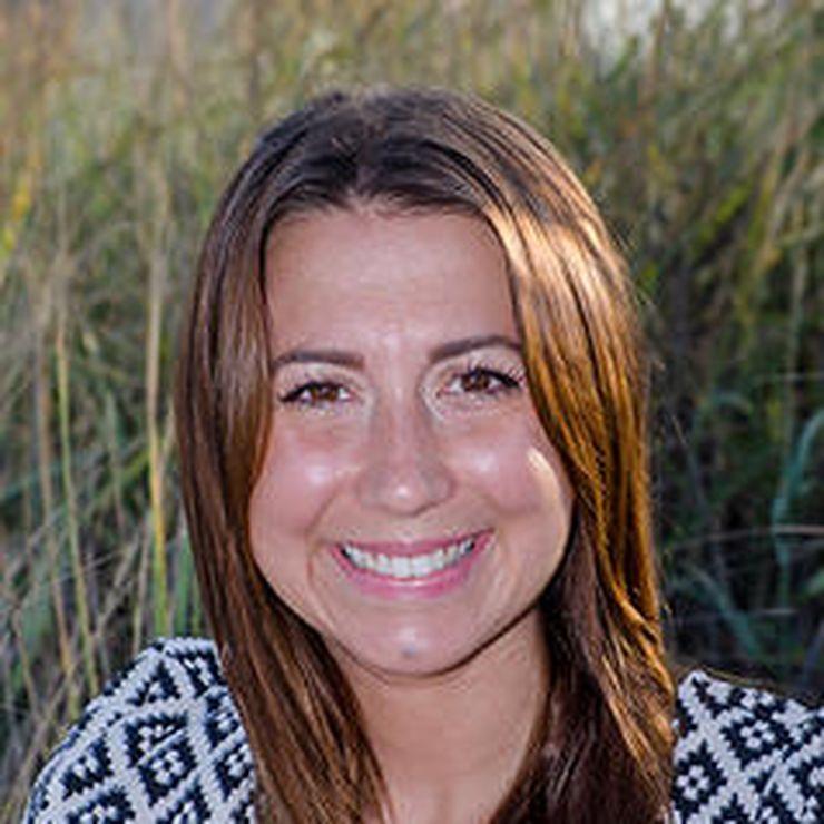 Elizabeth Earnshaw, MFT