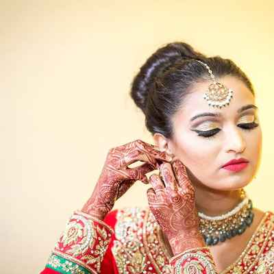 Ethnical red bridal hair and make-up