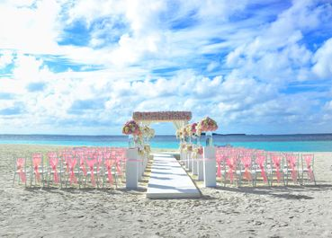 Beach pink wedding floral decor