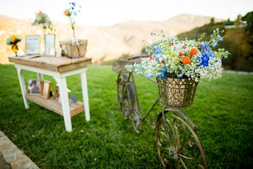 Outdoor wedding photo session decor