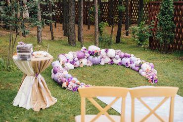Outdoor white wedding ceremony decor