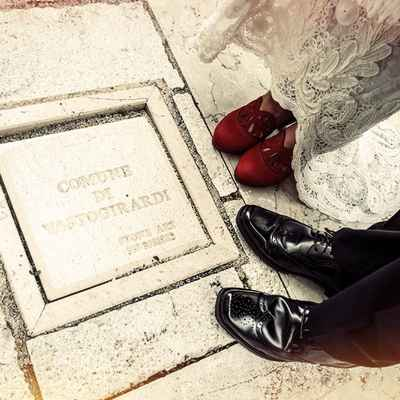 Outdoor red wedding shoes