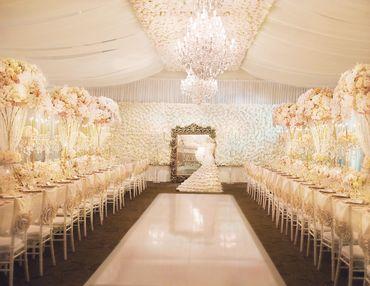 Overseas ivory wedding ceremony decor