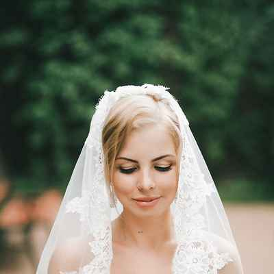 Outdoor white wedding headpieces, veils, cover-ups & brooches