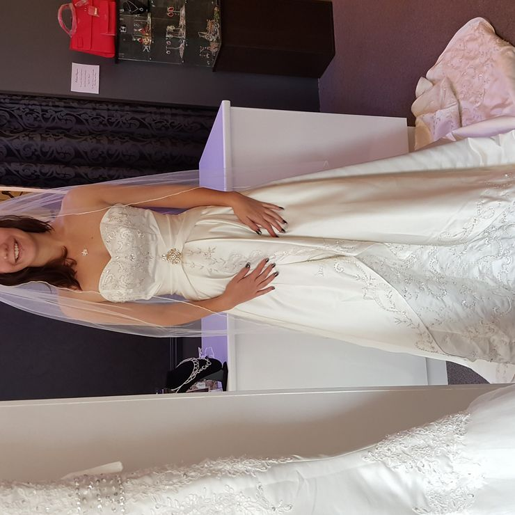 The gorgeous gabby modelling one of our beautiful BNWT wedding gowns
