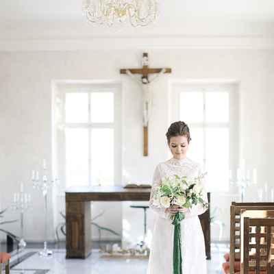 White overseas closed wedding dresses