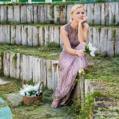 Purple outdoor long wedding dresses