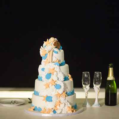White marine wedding cakes