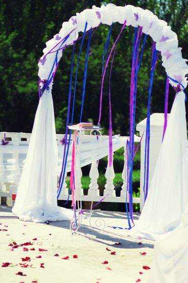 Blue wedding ceremony decor