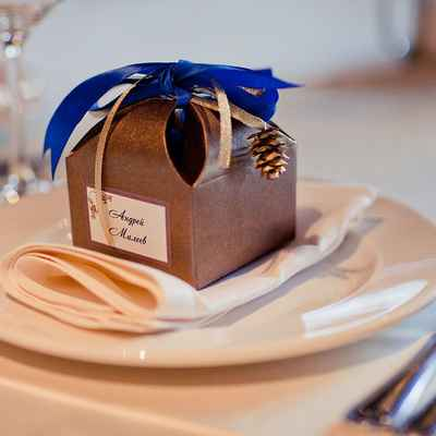 Winter brown wedding favours