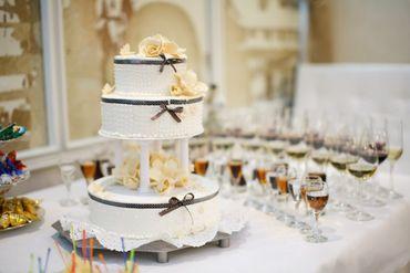 Autumn yellow wedding cakes